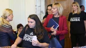 Без резултат: Майките на деца с увреждания напуснаха срещата с министри