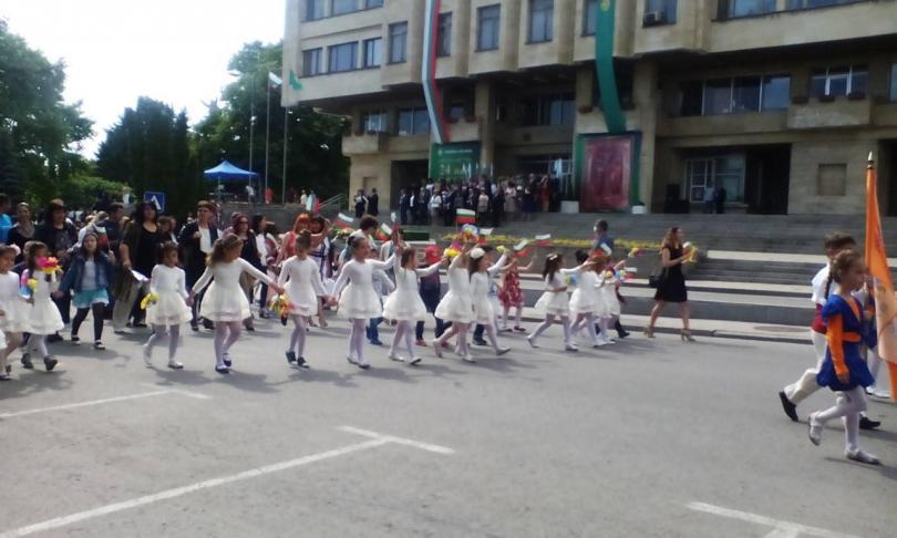 честит празник шествието шумен започва българия