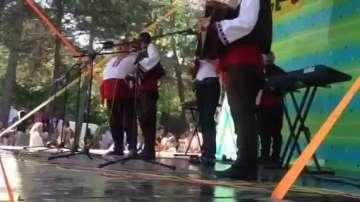 Участие на Мъжка фолклорна група от с. Горно Краище на Общински фолклорен събор