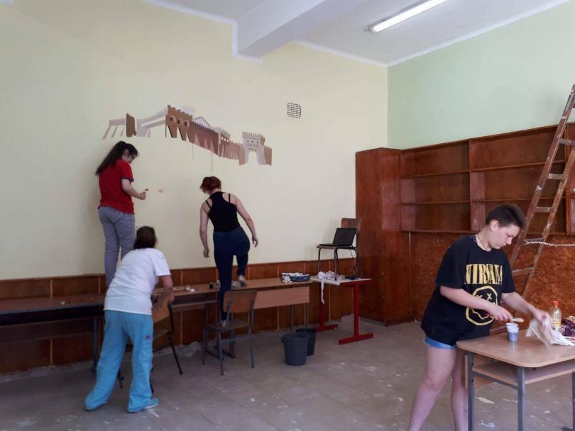 снимка 1 Ученици от Горна Оряховица сами обновиха кабинета си по история