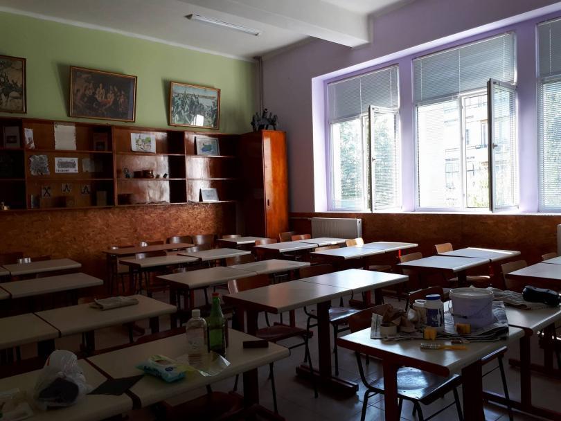 снимка 2 Ученици от Горна Оряховица сами обновиха кабинета си по история