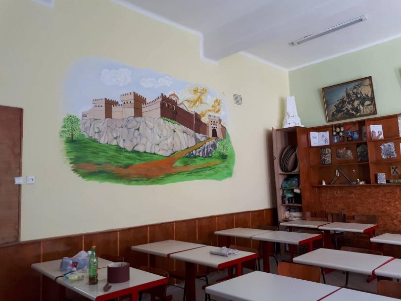 снимка 3 Ученици от Горна Оряховица сами обновиха кабинета си по история