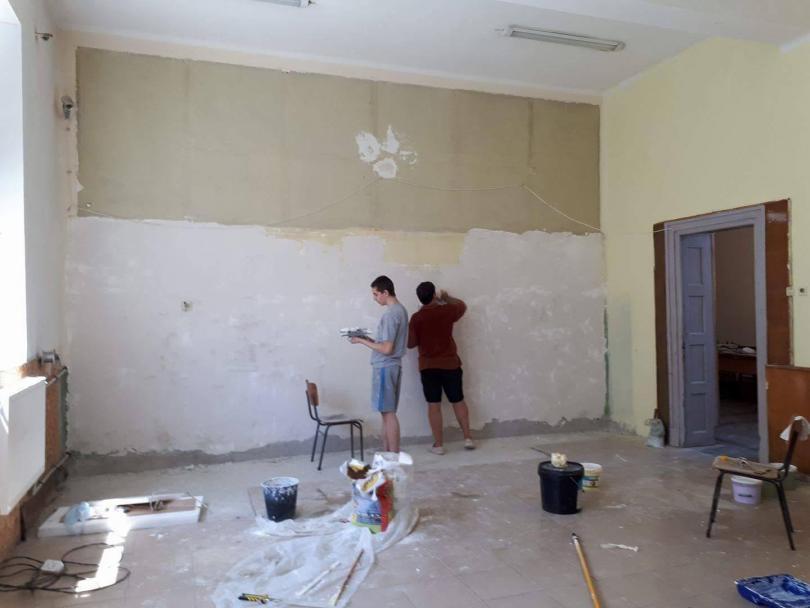 снимка 4 Ученици от Горна Оряховица сами обновиха кабинета си по история