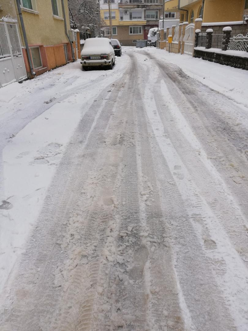 снимка 4 Оранжево-жълт сняг валя в Шумен