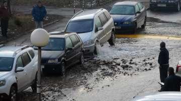 Вода извира от автомобил