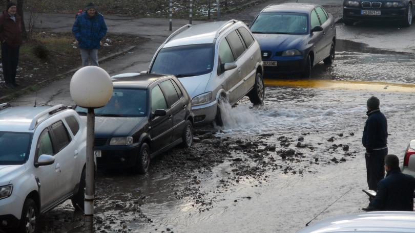 вода извира автомобил
