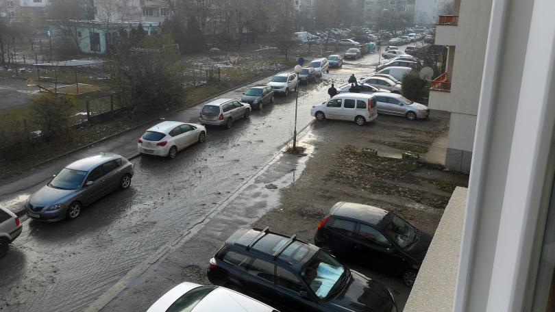снимка 2 Вода извира от автомобил