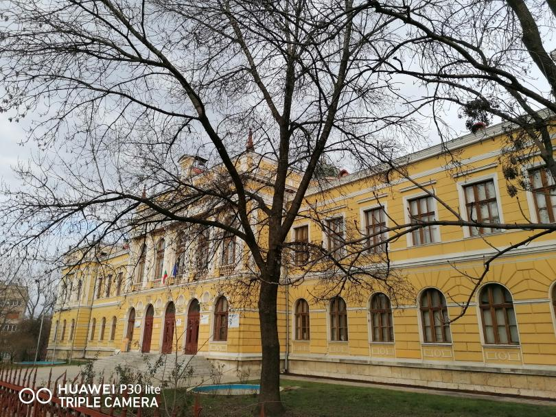 снимка 2 Търговската гимназия в Свищов