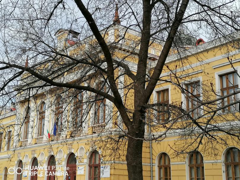 снимка 1 Търговската гимназия в Свищов