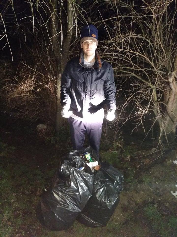 снимка 1 Съветник изчисти сметище в Свищов