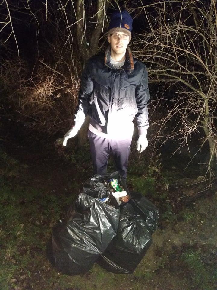 снимка 2 Съветник изчисти сметище в Свищов