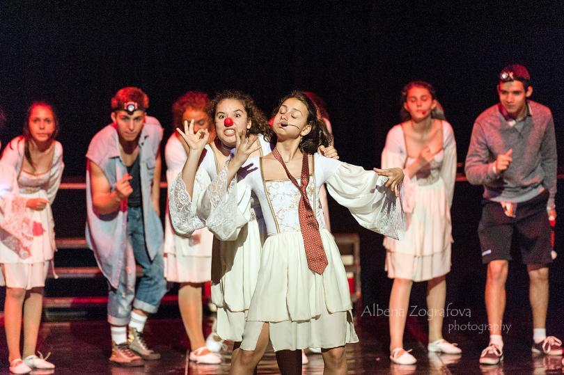"""снимка 2  """"ЗВЕЗДИТЕ НА ВЕНЕЦИЯ - В ПОЛИТЕ НА ВИТОША в Младежки театър"""
