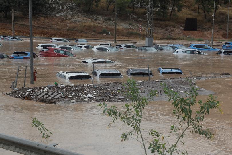снимка 1 Поройни дъждове предизвикаха наводнения във Валенсия