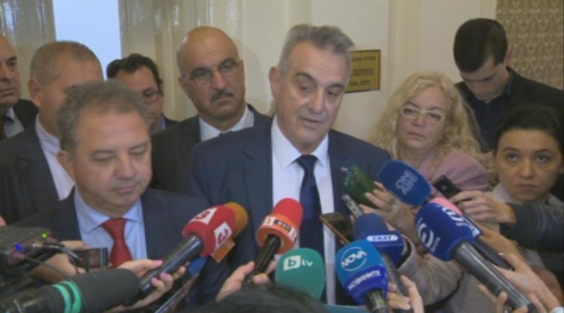 Депутатите от Националния фронт за спасение на България свалиха политическото