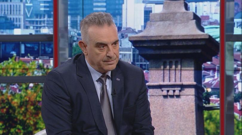 Улицата принуди Валери Симеонов да си хвърли оставката. Всъщност това