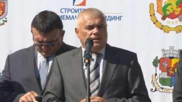 Вътрешният министър Валентин Радев отхвърли критиките на пожарникарите