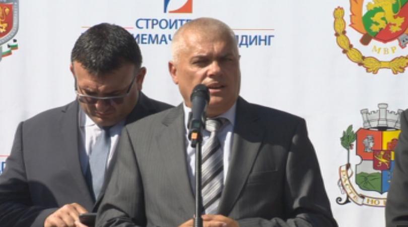 вътрешният министър валентин радев отхвърли критиките пожарникарите