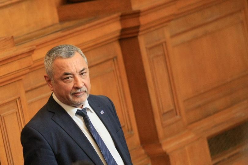 Лидерът на НФСБ Валери Симеонов и депутатите от партията се