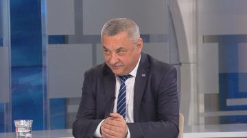 Валери Симеонов за пушенето: Законът не се спазва в България, пуши се навсякъде