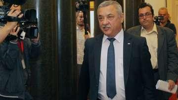Валери Симеонов определи оставката на Бисер Петков като ненавременна и ненужна