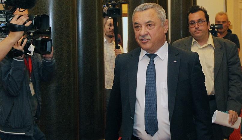 Вицепремиерът Валери Симеонов да подаде оставка, поискаха майките на деца