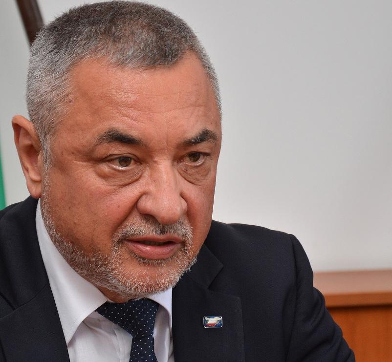 Вицепремиерът Валери Симеонов направи изненадваща проверка на част от крайбрежните