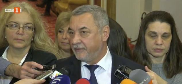 Лидерът на НФСБ Валери Симеонов заяви, че няма да се