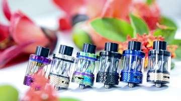 САЩ забраняват електронните цигари с течност с ментов и плодов вкус
