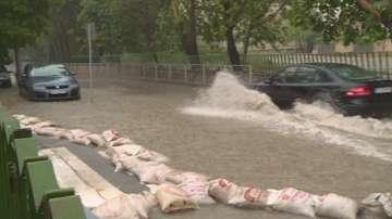 Наводнени приземни помещения след пороя във Варна