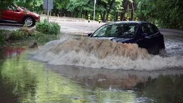 Разбита инфраструктура и активизирало се свлачище след поройния дъжд във Варна