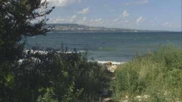 Продължава издирването на двете деца, които паднаха в морето във Варна