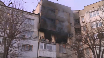 Взрив разтърси жилищен блок във Варна (Снимки)