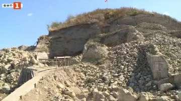 Министър Банов се запозна с новите открития и артефакти от Провадия-Солницата