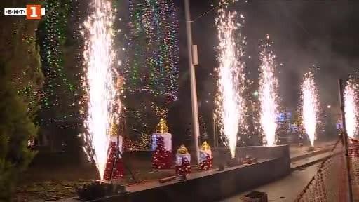 Снимка: Запалиха тържествено светлините на коледната елха във Варна
