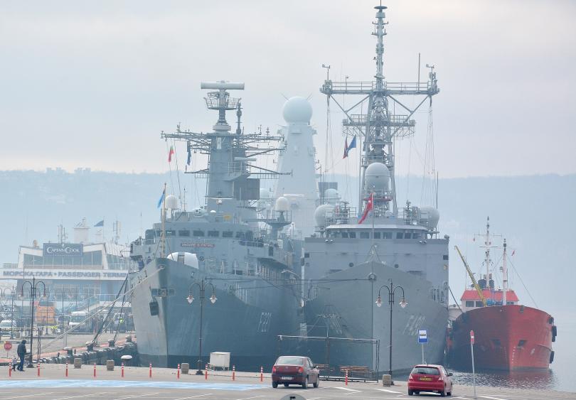 група патрулни кораби нато акостира варна снимки
