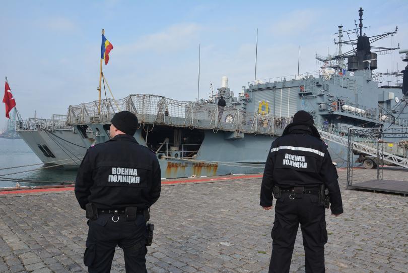 снимка 1 Група патрулни кораби на НАТО акостира във Варна (СНИМКИ)