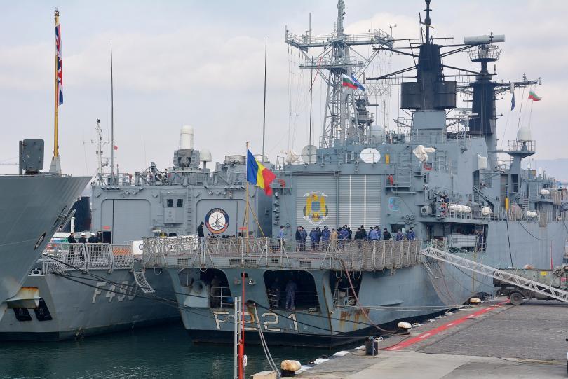 снимка 2 Група патрулни кораби на НАТО акостира във Варна (СНИМКИ)