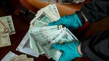 Над 1,6 млн. лв. са намерени в домовете на двама лекари от Варна (СНИМКИ)
