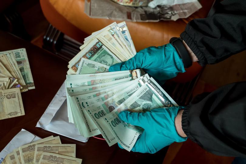 Снимка: Над 1,6 млн. лв. са намерени в домовете на двама лекари от Варна