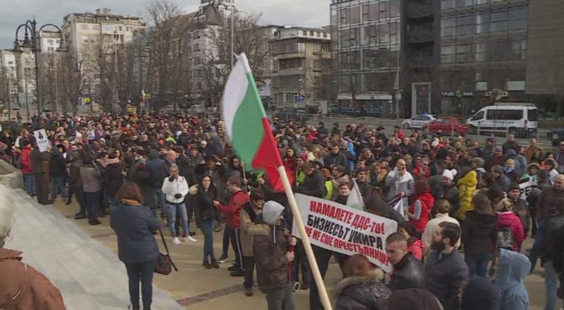 Във Варна стотици представители на малкия и среден бизнес протестираха