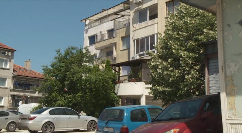 Жители на Цветния квартал във Варна се събраха на протест