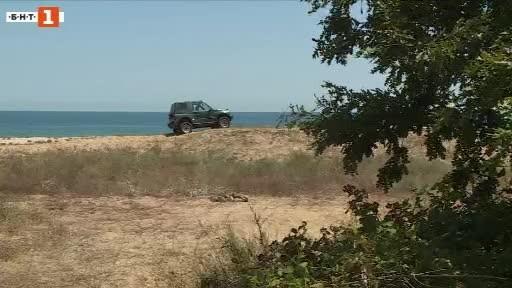 Зрители на БНТ сигнализираха за неправилно паркирани автомобили върху дюни