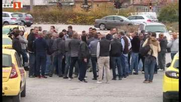 Таксиметрови шофьори от Варна на протест за по-високи тарифи