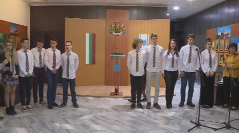 Председателят на Народното събрание Цвета Караянчева награди учениците от Варненската