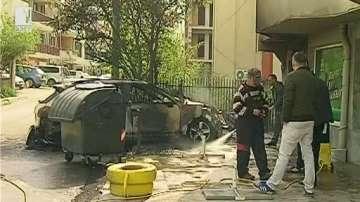 Лек автомобил изгоря напълно снощи във Варна