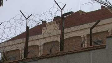 Девет надзиратели са обгазени при пожар във Варненския затвор