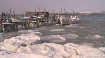 Замръзна Варненското езеро