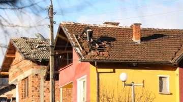 Бедствено положение във Вършец след ураганния вятър снощи