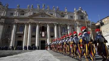 Говорителят на Ватикана подаде оставка