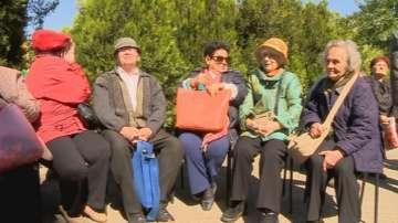 Великденски обяд имаше и за пенсионери от Пловдив